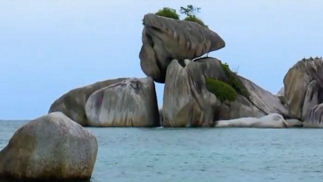 Belitung dikenal sebagai destinasi wisata yang menawarkan sejuta pesona dengan pantai dan terumbu karang yang terhampar di gugusan pulau-pulau kecil.