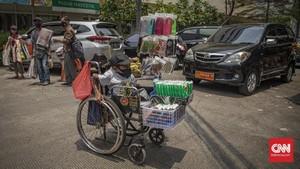 FOTO: Perjuangan Pedagang Difable Jajakan Masker Saat Pandemi
