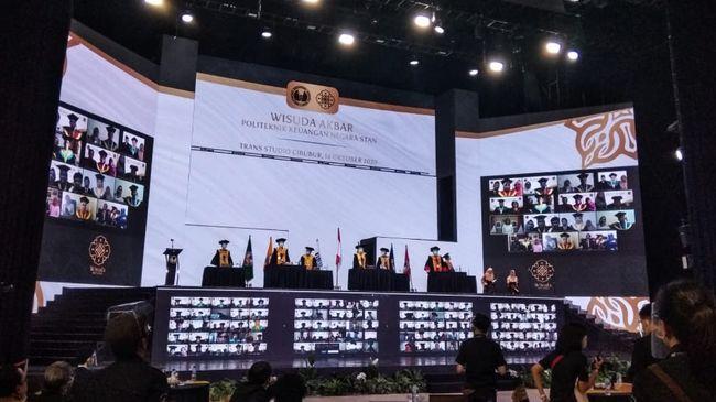 PKN STAN menyelenggarakan kegiatan Wisuda Akbar 2020 bagi 3.231 lulusan pada Rabu (14/10) secara virtual.