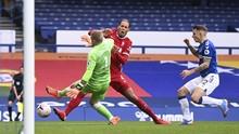 Hajar Van Dijk, Pickford Diancam Suporter Liverpool