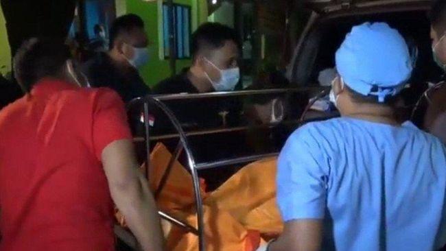 Cai Changpan alias Cai Ji Fan, terpidana kasus narkoba asal China ditemukan tewas gantung diri di sekitar pabrik pembakaran ban di dalam Hutan Jasinga Bogor.