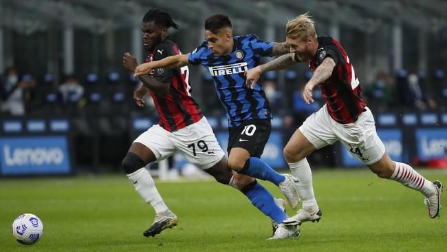 AC Milan kembali merasakan kemenangan di Della Madonnina setelah mengalahkan Inter Milan 2-1 di Giuseppe Meazza, Sabtu (17/10).