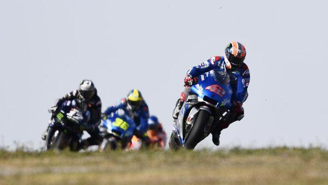 Alex Rins meraih kemenangan sensasional di MotoGP Aragon 2020, Minggu (18/10), dengan mengalahkan Alex Marquez dan Joan Mir.