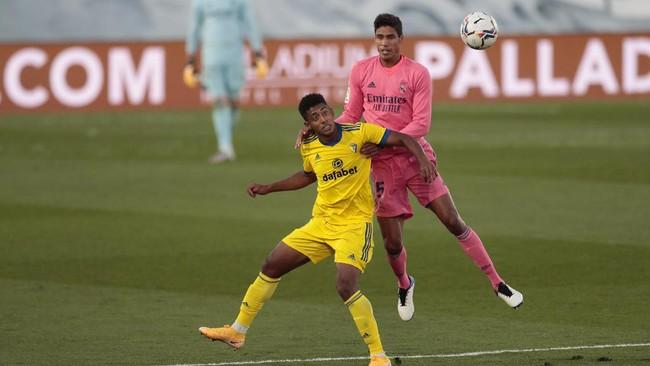 Man Utd Rampungkan Proses Transfer Varane dari Real Madrid