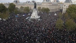 FOTO: Aksi Solidaritas Pemenggalan Guru Prancis