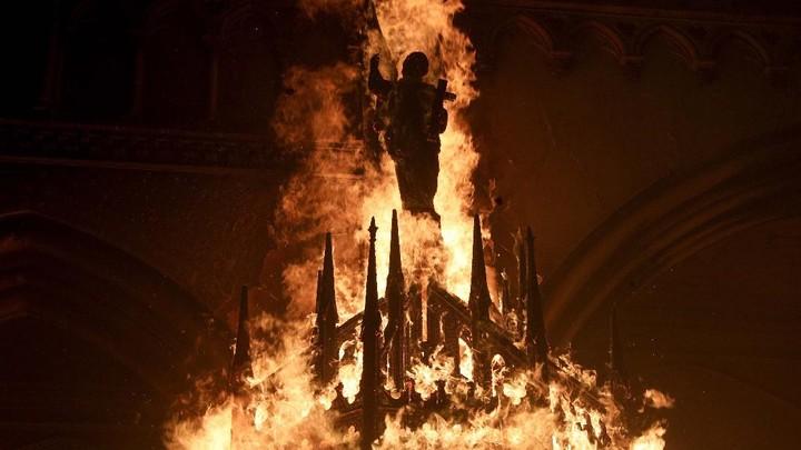 Foto: Peringatan Gerakan Protes Chile, Gereja-gereja Dibakar