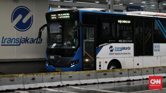 Angkutan reguler, TransJakarta serta Moda Raya Terpadu beroperasi hingga pukul 22.00 WIB.