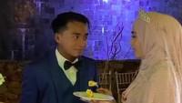 <p>Romantis! Tatapan Taqy ke sang istri bikin meleleh ya, Bunda.(Foto: Instagram @mesyathalibreal)</p>