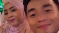 <p>Pada minggu malam, pasangan ini menggelar resepsi pernikahan di sebuah resor di Batam, Kepulauan Riau. (Foto: Instagram @taqy_malik)</p>