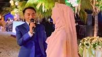 <p>Sherel Thalib tampak cantik mengenakan gaun bernuansa merah muda. Sementara Taqy, terlihat tampan dengan setelan jas berwarna biru. (Foto: Instagram @fikrialimkhan)</p>