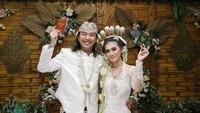 <p>Lama tak terdengar, Bojes AFI baru saja melepas masa lajang dan menikahi kekasihnya, Farida Estu, pada 10 Oktober 2020. (Foto: Instagram @ridabeaugeste)</p>