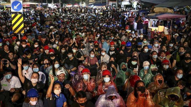 Perdana Menteri Thailand Prayut Chan-ocha mencabut status darurat di Bangkok meski demo anti-pemerintah masih berlangsung.