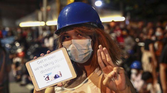Parlemen Thailand menolak tuntutan yang selama ini digaungkan pedemo pro-demokrasi untuk melakukan reformasi monarki.