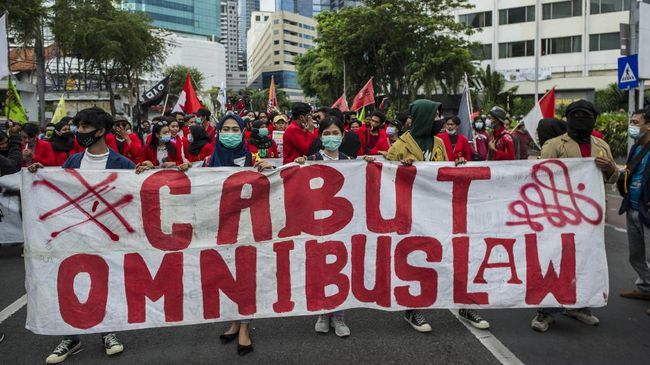Fraksi PKS di DPR menyebut Omnibus Law disusun dengan tergesa-gesa karena menyisakan pasal yang udah diputuskan untuk dihapus dalam draf pasca-paripurna.