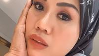 <p>2. Wanira kelahiran Jakarta, 16 Oktober 1971 ini beberapa kali muncul dengan berita kontroversi terkait dengan kehidupan asmaranya.(Foto: Instagram @ellysugigi_real_)</p>