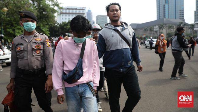 Polda Metro Jaya menahan 67 orang tersangka terkait aksi demo menolak Omnibus Law UU Ciptaker. Sebagian di antaranya masih berstatus pelajar.