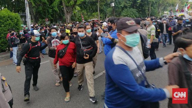 Aksi unjuk rasa penolakan omnibus law UU Ciptaker berlangsung di sejumlah kota pada 20 Oktober 2020, hari peringatan satu tahun Jokowi-Ma'ruf.