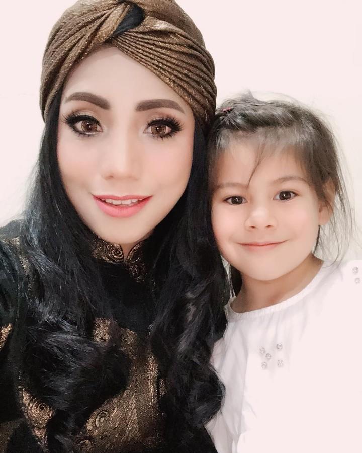 Siti KDI bersama putrinya, Elif