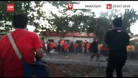 VIDEO: Ricuh Demo Ciptaker dengan Relawan Paslon di Makassar