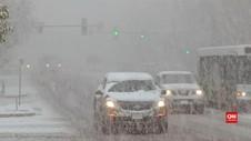 VIDEO: Badai Salju Landa Amerika, Ketebalan Salju 22 cm