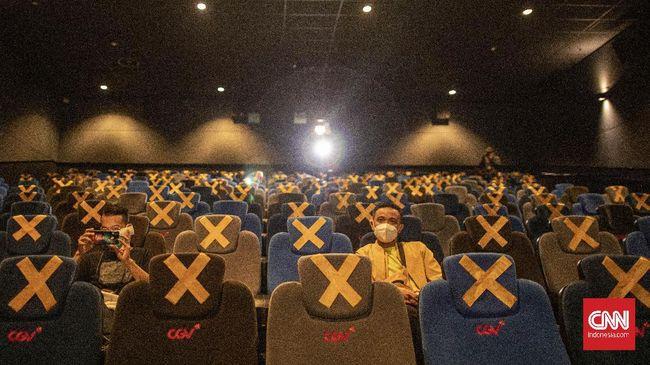 Jumlah maksimal kapasitas dalam bioskop berkurang dari masa PSBB transisi yang semula maksimal kapasitas 50 persen.