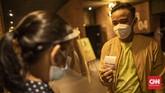 Aktivitas di bioskop CGV Grand Indonesia, Jakarta, Rabu, 21 Oktober 2020. Sejumlah bioskop di Ibu Kota kembali beroperasi hari ini setelah mendapatkan izin dari Pemprov DKI Jakarta dengan jumlah penonton dibatasi maksimal 25 persen dari total kapasitas dan menerapkan protokol kesehatan ketat. CNN Indonesia/Bisma Septalisma