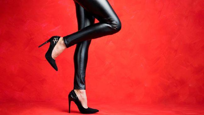 Seorang perempuan AS mengingatkan banyak orang agar berhati-hati saat mengenakan celana kulit. Gesekan bahan kulit dapat memicu suara seperti kentut.