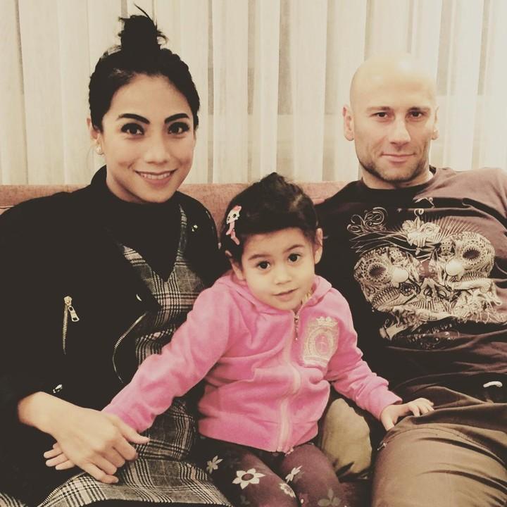 Siti KDI bersama suami dan anak