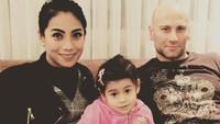 <p>Siti KDI sudah 9 tahun membina rumah tangga dengan pria asal Turki, Cem Perk. Setelah menikah, pemilik nama lengkap Siti Rahmawati ini diboyong ke Turki, Bunda. (Foto: Dok. Pribadi)</p>