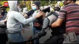 VIDEO: Polri Bantah Video Viral Polisi Menyusup Massa Aksi