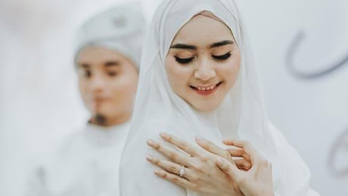 6 Potret Sherel Thalib, Selebgram Cantik Istri Taqy Malik