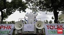 FOTO: Demo Pekerja Ambulans Gawat Darurat di Balai Kota DKI