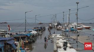 FOTO : Berhari-hari Banjir Rob Rendam Pelabuhan Kali Adem