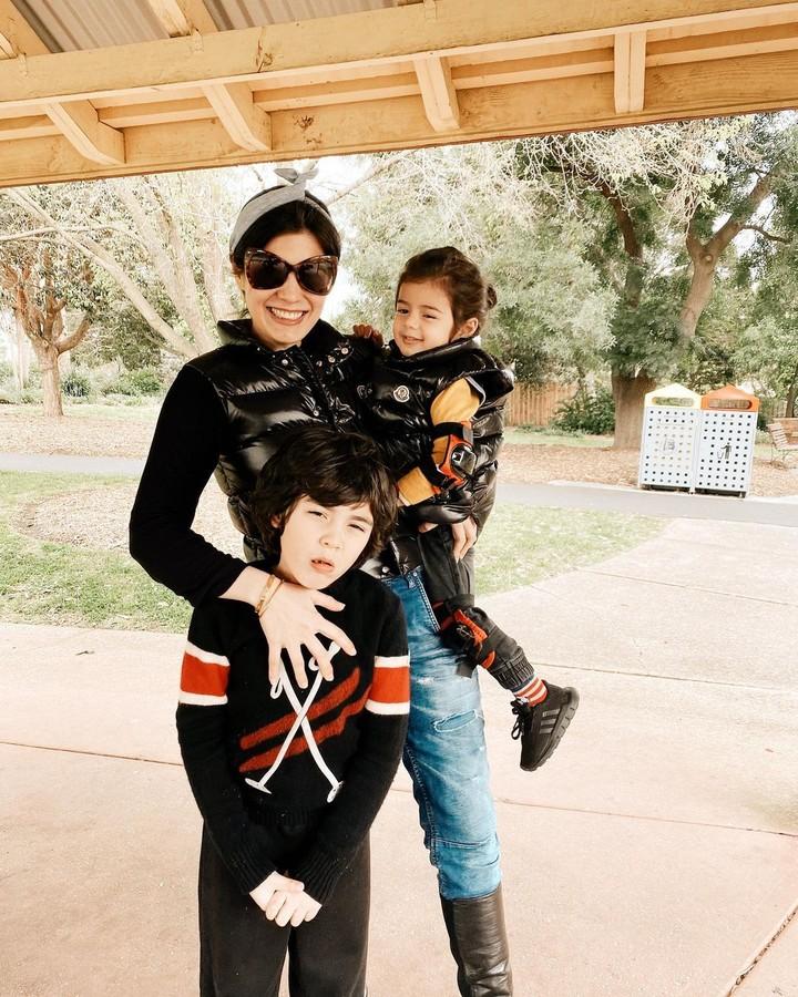 Carissa Puteri dan dua anaknya