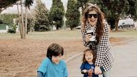 <p>Setuju ya, Bunda? Quenzino dan Zenecka tumbuh menjadi anak yang tampan. (Foto: Instagram @carissa_puteri)</p>