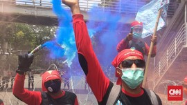Demo Padati Patung Kuda, Massa Sesalkan Ancaman ke Buruh