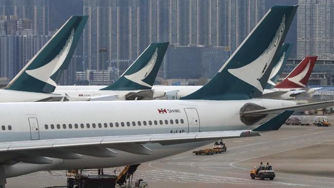 Cathay Pacific Airways menyatakan akan mem-phk 8.500 karyawan mereka demi menghadapi tekanan ekonomi akibat virus corona.