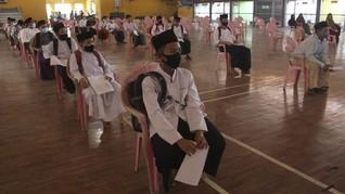 Ramai-ramai Bela Santri Tutup Kuping dari Tukang Cap Radikal
