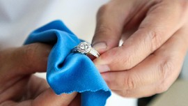 Cara Membersihkan Perhiasan Agar Bebas Virus dan Bakteri