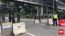 Massa Buruh Siap Bergerak, Polisi Blokade Jalan ke Istana