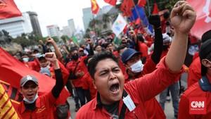 FOTO: Gempita Massa Buruh Tolak UU Ciptaker di Medan Merdeka