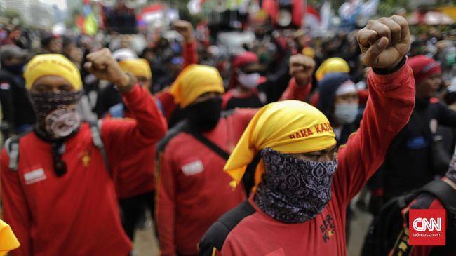 Buruh juga meminta Jokowi untuk mencabut SE yang menyatakan Upah Minimum Provinsi (UMP) 2021 sama dengan 2020 atau tidak ada kenaikan.