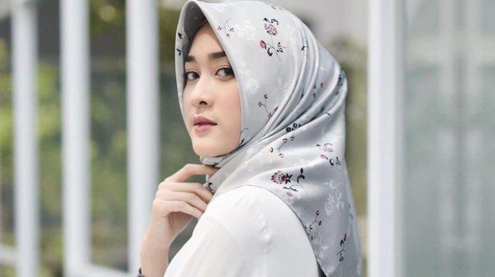 Rekomendasi Bahan Hijab Segi Empat dan Pashmina yang Wajib Kamu Punya!