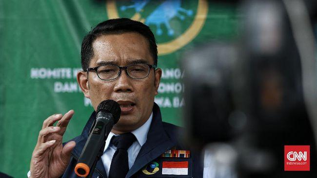 Gubernur Jabar Ridwan Kamil menyatakan akan meneken upah minimum kabupaten di wilayahnya pada Sabtu (21/11) besok. Ia janji upah akan adil.