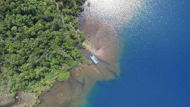 Di Indonesia, predikat danau terdalam bukan diraih oleh Danau Toba di Sumatera Utara, melainkan Danau Matano di Sulawesi Selatan.