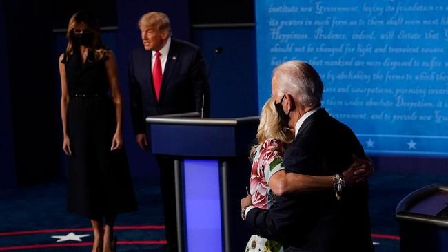 Dua calon presiden AS, Donald Trump dan Joe Biden, menjalani putaran terakhir debat Pilpres AS 2020 di Nashville, Tennessee.