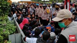 Demo Ciptaker, Mahasiswa Bandung Blokir Gerbang Tol Pasteur