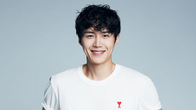 Pemeran Han Ji-pyeong di Start-Up, Kim Seon-ho, berpesan kepada penggemarnya di Indonesia untuk mematuhi protokol kesehatan agar pandemi Covid-19 cepat berlalu.