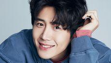 Dukung Kim Seon-ho, Fan Pasang Videotron di Tengah Kota Seoul