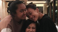 <p>Dari pernikahan pertamanya dengan Tora Sudiro, Anggraini Kadima dikaruniai dua putri, Azzahra Nabila Sudiro dan Nayara Kanahaya Sudiro. Kini, Anggraini pun terlihat bahagia dan awet muda lho, Bunda. (Foto: Instagram @nabilasudiro)</p>